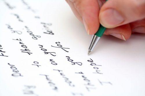 """""""Người Làm Đơn"""" trong Tiếng Anh là gì: Cách viết, Ví dụ"""